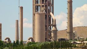 Un silo del aceite en Azerbaijan, Irán almacen de metraje de vídeo