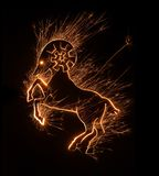 Un simbolo dello zodiaco del Ram firma dentro la progettazione frizzante Fotografia Stock Libera da Diritti