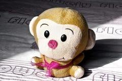 Un singe de jouet Photo stock