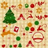 Un sistema de artículos y de ornamentos de la Navidad en un fondo de la tela escocesa Imágenes de archivo libres de regalías