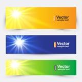 Un sistema de banderas con el sol del verano Imagen de archivo