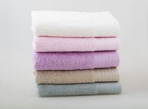 Un sistema de cinco toallas imagen de archivo