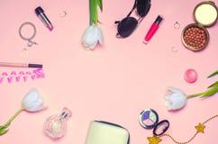 Un sistema de cosméticos femeninos, moda, estilo, accesorios, encanto, Fotografía de archivo libre de regalías