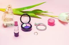 Un sistema de cosméticos femeninos, moda, estilo, accesorios, encanto, elegancia Fotos de archivo