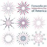Un sistema de fuegos artificiales el Día de la Independencia de América Fuegos artificiales coloridos fijados en el fondo blanco Imágenes de archivo libres de regalías