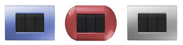 Un sistema de interruptores eléctricos coloreados del hogar aislados en blanco Fotografía de archivo libre de regalías