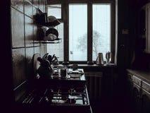 Un sistema de la vieja opinión del primer de los artículos de la cocina desde arriba Tabla de cocina en un estilo rústico Product Fotos de archivo