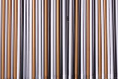 Un sistema de paja de los tubos plásticos multicolores para el fondo imagen de archivo libre de regalías