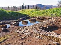 Un site archéologique comportant les ruines d'une villa antique en Toscane, Italie image stock