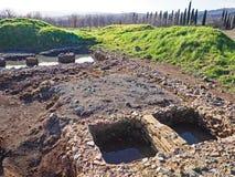 Un site archéologique comportant les ruines d'une villa antique en Toscane, Italie photo stock