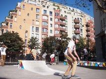 Un skateboarding del muchacho Imagenes de archivo