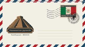 Un sobre con un sello con las pirámides mesoamericanas Fotografía de archivo libre de regalías