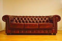 Un sofá de Chesterfield Foto de archivo