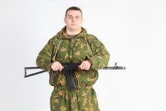 Un soldat avec l'arme à feu Image stock