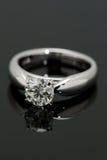 Un Solitaire del diamante di carati. Fotografie Stock Libere da Diritti
