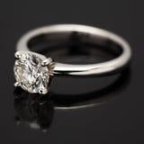 Un Solitaire del diamante di carati. Fotografia Stock