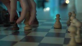 Un solo jugador del ajedrez almacen de metraje de vídeo