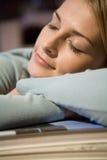 Un sommeil de jeune femme Image libre de droits