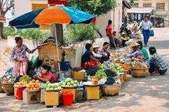 Un soporte cercano Popa del mercado Foto de archivo