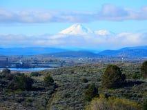 Un soporte flotante Shasta ~ mi opinión en Klamath baja Oregon fotografía de archivo libre de regalías