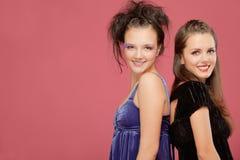 Un sorriso delle due ragazze Fotografie Stock Libere da Diritti