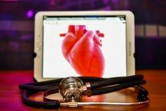 Un stéthoscope spécial du matériel médical qui est utilisé pour écouter le travail du coeur photos libres de droits