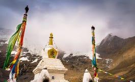 Un stupa en el área escénica de la montaña de Silima Fotografía de archivo