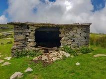 Un stylo en pierre où bergers et animaux employés pour prendre le refuge La Rhune de bâti dans les Pyrénées Fronti?re entre l'Esp images libres de droits