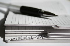 Un stylo et un carnet Image stock