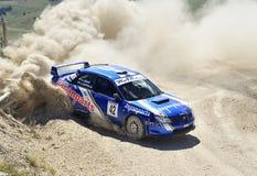 Un Subaru Impreza sulla corsa Fotografie Stock