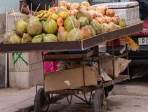 Un support de fruit à La Havane, Cuba photos stock
