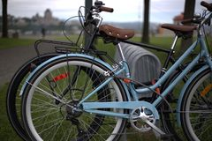 Un supporto della bici in un parco in Levis Fotografia Stock