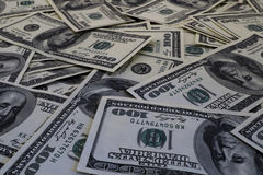 Un supporto di cento fondi delle banconote del dollaro filtrati Immagini Stock Libere da Diritti