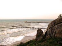 Un supporto di due vie sulla spiaggia Immagine Stock