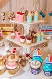Un surtido de dulces festivos coloridos Imagenes de archivo