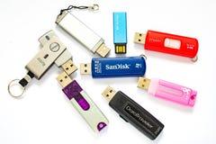 Un surtido de unidades USB imágenes de archivo libres de regalías