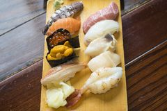 Un sushi ha messo da Otaru, Hokkaido, Giappone Varietà di sushi tale a Fotografia Stock