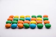 Un symbole de bloc fait à partir de coloré du chocolat Images libres de droits
