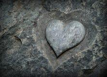 Un symbole de l'amour découpé dans la pierre Photographie stock