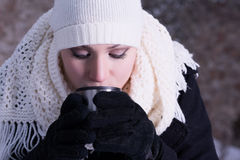 Un té caliente en días fríos Fotografía de archivo libre de regalías