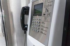 Un téléphone de ligne terrestre à l'aéroport, fin  photographie stock libre de droits
