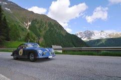 Un T1 bleu de Porsche 356 A photographie stock libre de droits