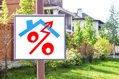 Un tabellone per le affissioni che annuncia la vendita del bene immobile Immagine Stock
