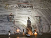 Un taglio dello scrittorio dal supporto del sale nelle miniere di sale in Slanic - Salina Slanic Prahova - nella città di Prahova Immagini Stock