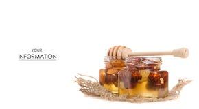 Un tarro de la miel con una cuchara para el modelo de las nueces de la miel Imágenes de archivo libres de regalías