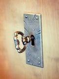 Un tasto in un buco della serratura Fotografia Stock