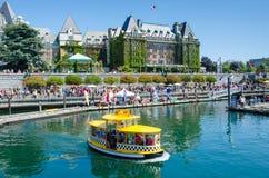 Un taxi del agua en el puerto interno de Victoria Foto de archivo libre de regalías