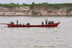 Un taxi del fiume sul fiume di Irrawaddy vicino a Mandalay, Myanmar immagine stock