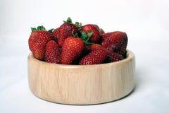 Un tazón de fuente de fresas. Foto de archivo