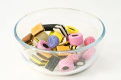 Un tazón de fuente del caramelo de la cosecha Imagen de archivo